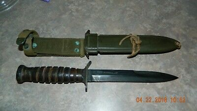 WWII-U-S-M3-Camillus-Fighting-Knife-and-Scabbard