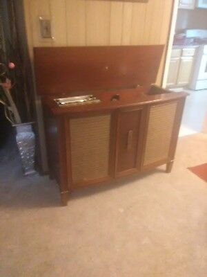 Rca Victor Vintage Stereo Solid Wood Cabinet With Record Player And