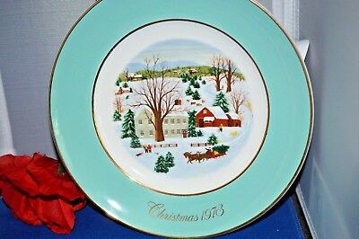Vintage 1973 Avon ANNUAL CHRISTMAS PLATE SERIES, BY ENOCH WEDGWOOD IN ENGLAND