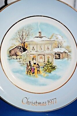Vintage 1977 Avon ANNUAL CHRISTMAS PLATE SERIES, BY ENOCH WEDGWOOD IN ENGLAND