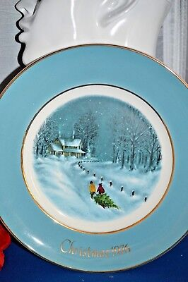 Vintage 1976 Avon ANNUAL CHRISTMAS PLATE SERIES, BY ENOCH WEDGWOOD IN ENGLAND