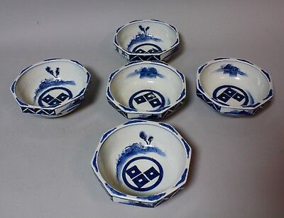 Exceptional early Imari porcelain plates with Crest motive. Edo period.P63