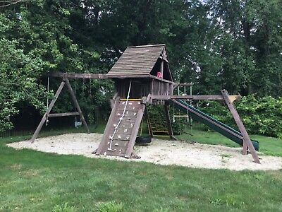 Rainbow Wooden Clubhouse Swing Set In Good Condition 1 050 00