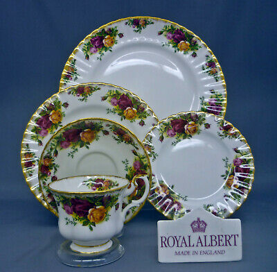 Nice Royal Albert England Old Country Roses Bone China 5 Piece Place Setting (s)