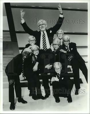 1992 Press Photo Television Host Phil Donahue with Children Look-Alikes