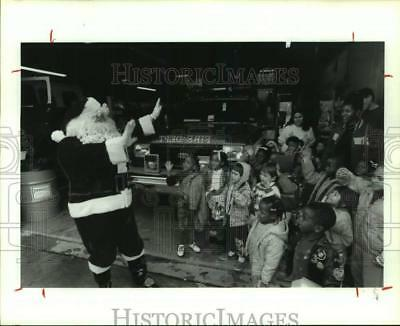 1992 Press Photo Phil Tracy played Santa Claus at Dickinson Fire Department