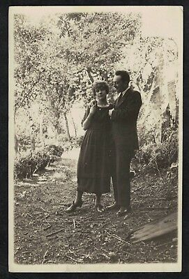 Carte Photo vintage card RPPC couple s'enlassant