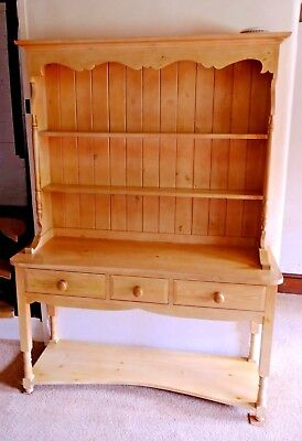 A Good Quality Kitchen Or Dining Room Pine Wood Dresser