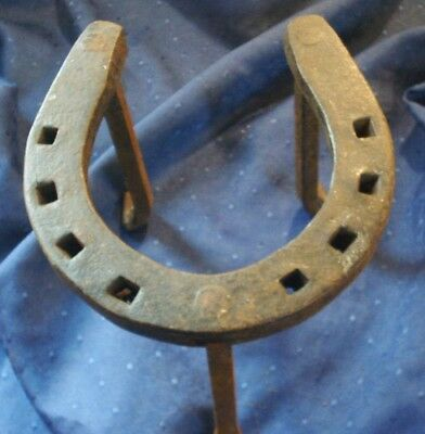 *an Charming Old Iron Fireside Horseshoe Trivet / Kettle Stand*