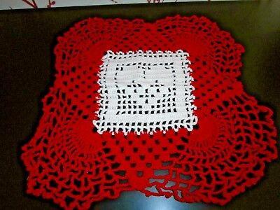 """VINTAGE WHITE & RED COTTON HAND WORKED CROCHET LACE TABLE MAT/DOILY~12"""" square"""