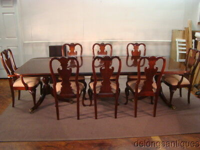 58379: Thomasville Mahogany Dining Table & 8 Queen Anne Dining Chairs