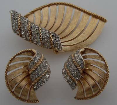 Vintage 1950s/1960s/1970s Signed TRIFARI Gold Plated Brooch & Earrings (TM22