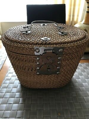 Chinese Style Tea Pot With 2 Cups In Lovely Basket All Lined Lovely Item