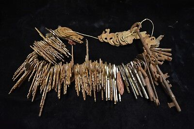 Nice lot of Old Antique to Vintage Keys Some Skelton Old and Rusty Barn Find!