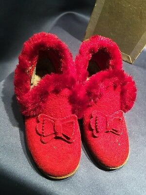 C1940 Bright Red Felt Juliet Children's or Doll's Slippers