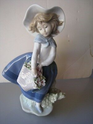 Lladro Pretty Pickings #5222 Girl with Basket of Flowers and Hat Figurine REDUCE