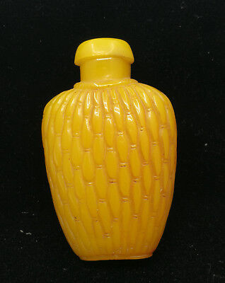 china-carved-Chinese classical folk Yellow stripes snuff bottle-02