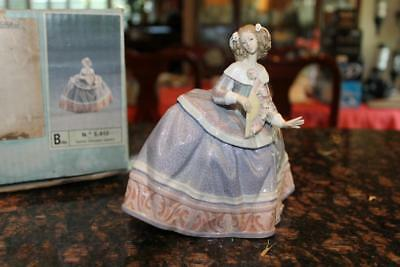 """Lladro 5412 Isabel 6"""" Porcelain Figurine Mint in Box Retired in 1989"""