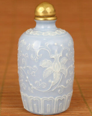 Rare Chinese Old Porcelain Hand relief flower golding Statue Snuff Bottle