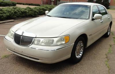 1999 Lincoln Town Car Cartier MOONROOF Michelin Tires ALLOY WHEELS Heated Leather Seats CD CHANGER Super Nice