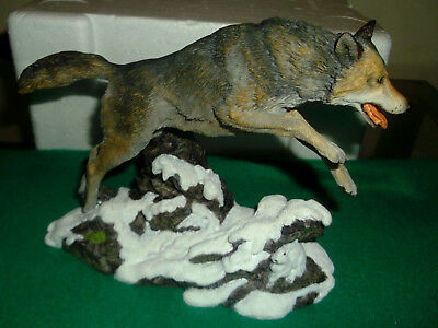 1997 Hamilton Collection  Wolves Of The Wildness- Winter Hunter Figurine