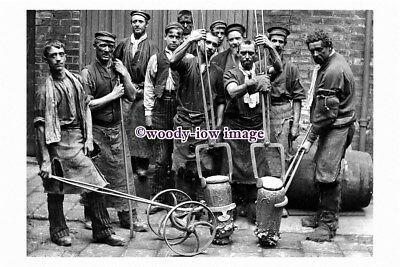 pu1795 - Sheffield - Crucible Steel Making, Men with their Tools -photograph 6x4