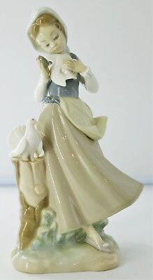"""Lladro 4915 Girl with Pigeons 8.75"""" Tall Glossy No Box Retired L292"""