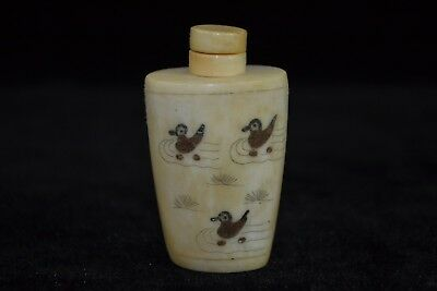 Rare collectible ancient chinese old 0x b0ne handwork lovely duck Snuff Bottle
