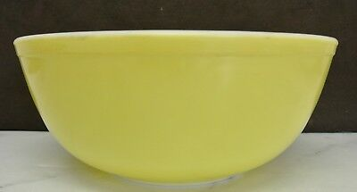 Vintage Large Pyrex Yellow/White Glass Round Mixing Serving Bowl 404 4 Qt