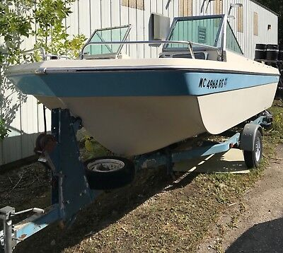 1972 Fabuglas 17' Bowrider  & Trailer - Michigan
