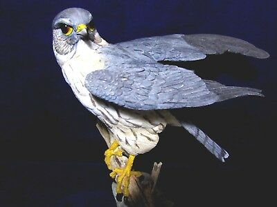 Large Country Artists MERLIN Bird of Prey Figurine Superb Cond