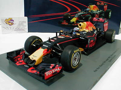 Spark 18S251 -Red Bull RB12 No.3 Winner Malaysia GP F1 2016 Ricciard0 1:18