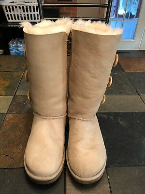 9e38904a0bb 5 1873 Australia Triplet Ugg Womens Size Button Bailey Uggs 8pafw