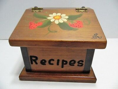 """Vintage Recipe Box Wooden Strawberry & Daisy Design Holds 3.5""""X5"""" Cards Recipes"""
