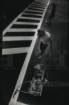 1992 Press Photo Richard Baczek, Daniel Llanas repaint a crosswalk, Waukesha, WI