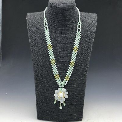 Chinese natural jade pure hand-carved necklace is very beautiful.