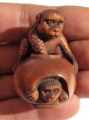 GIAPPONE (Japan): Old Japanese carved wood netsuke (monkey) - signed
