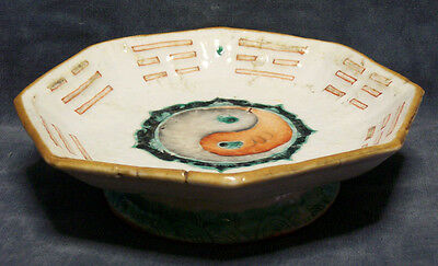 CINA (China): Very fine and old Chinese porcelain raised - Yin-Yang