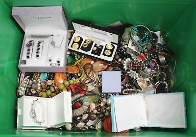 Large Lot of 8.1kg MIXED COSTUME JEWELLERY Necklaces, Bracelets, Craft  - T06
