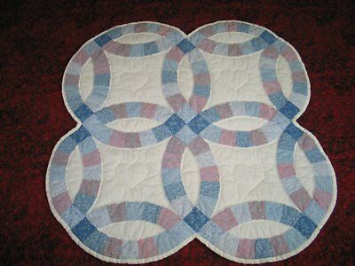 Vintage Double Wedding Ring Wall Quilt - Baby Quilt Tablecloth - Hand Quilted