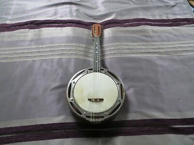 Fine banjo mandolin in good playable condition