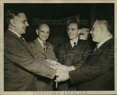 1948 Press Photo Frank Zeidler's committee at the West Side Turn Hall.