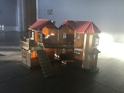 SYLVANIAN FAMILIES BEECHWOOD HALL W/ FURNITURE & Characters Excellent Condition
