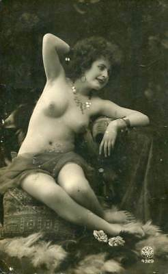 NUDE MODEL POSING C. 1910-1920s OLD ORIGINAL postcard