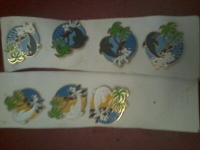 lot 7 Pin's dauphins