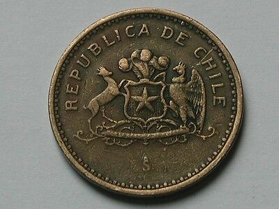 Chile 1985 100 PESOS Coin Circulated & Toned with Edge Lettering & Coat of Arms