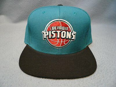 brand new 02132 e9397 Mitchell   Ness Detroit Pistons Current Throwback 7 1 8 BRAND NEW cap hat  Fitted