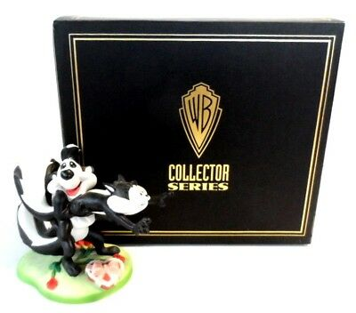 "Pepe Le Pew ""She Loves Me"" Ceramic Figurine Warner Store Limited 2304/2500 NIB"