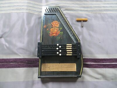 6 bar autoharp in excellent condition with attractive rose design