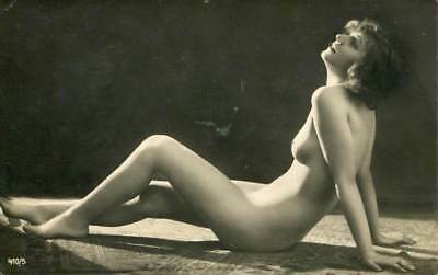 NUDE BEAUTY STRIKES A POSE C. 1910-1920s OLD ORIGINAL postcard